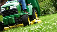 Grünraumdienste für Hausverwaltungen vom Maschinenring