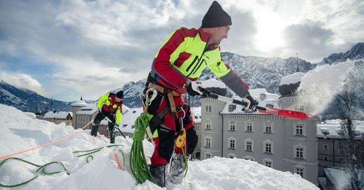 Dachabschaufeln Schnee Maschinenring Tirol Lienz