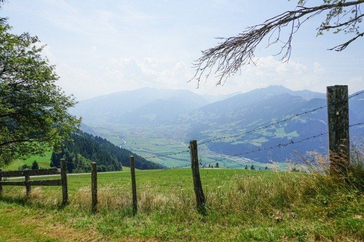 Die Kulisse der Tiroler Bergwelt bei der Arbeit