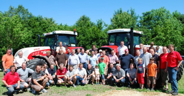 Gruppenfoto Traktorgemeinschaft Aistersheim/Weibern