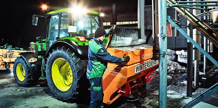 Salz Streuung Winterdienst Tirol Maschinenring