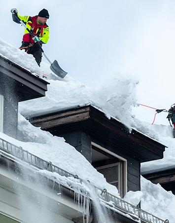 Winterdienst Maschinenring Schneeräumung Dach Tirol