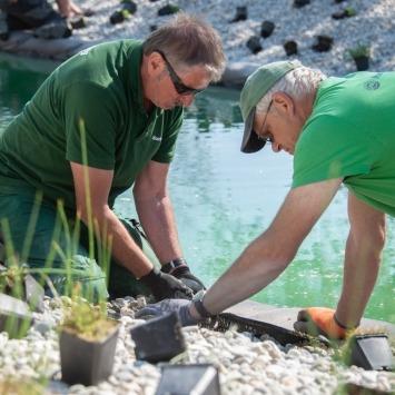 Gartengestaltung mit Pool vom maschinenring