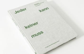 Buchcover des 144 Seiten starken Lesebuchs, in dem der Maschinenring Österreich die Geschichte der Organisation beleuchtet