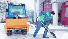 Winterdienst rund um Gebäude