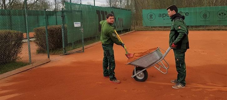 Frühjahrssanierung der Tennisplätze