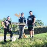 Wirtschafts- und Agrar Fachkraft Dominik mit Landwirt Oberger und Kevin vom Maschinenring