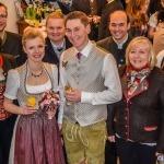 Gruppenfoto mit Büro-Team