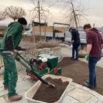 An zwei Tagen lernen Teilnehmerinnen und Teilnehmer alles über professionelle Grünraumpflege.