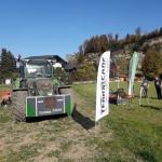 Mit RTK-Spurführsystem ausgestatter Traktor